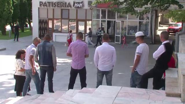 200.000 de oameni au semnat petitia pentru arestarea celor 7 violatori din Vaslui. Un deputat cere dublarea pedepselor