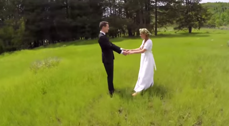 Filmarea lor de nunta dureaza doar 15 secunde. Motivul este de-a dreptul de speriat