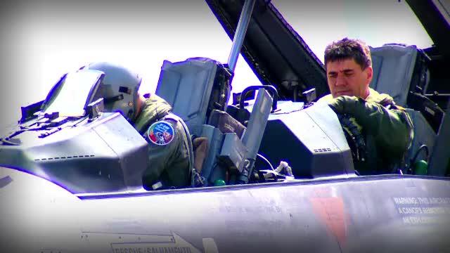 Pilotii romani au ajuns la bordul avioanelor F16 care ne costa 600 de milioane EUR. Primele antrenamente au loc in Portugalia