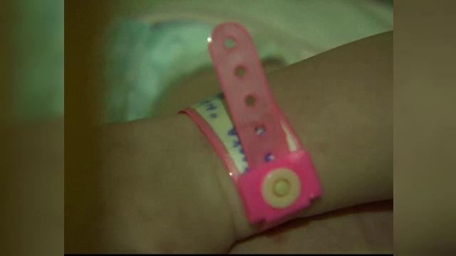 Drama desprinsa parca din filme a doua tinere schimbate la nastere. Prin ce calvar a trecut una dintre ele, la orfelinat