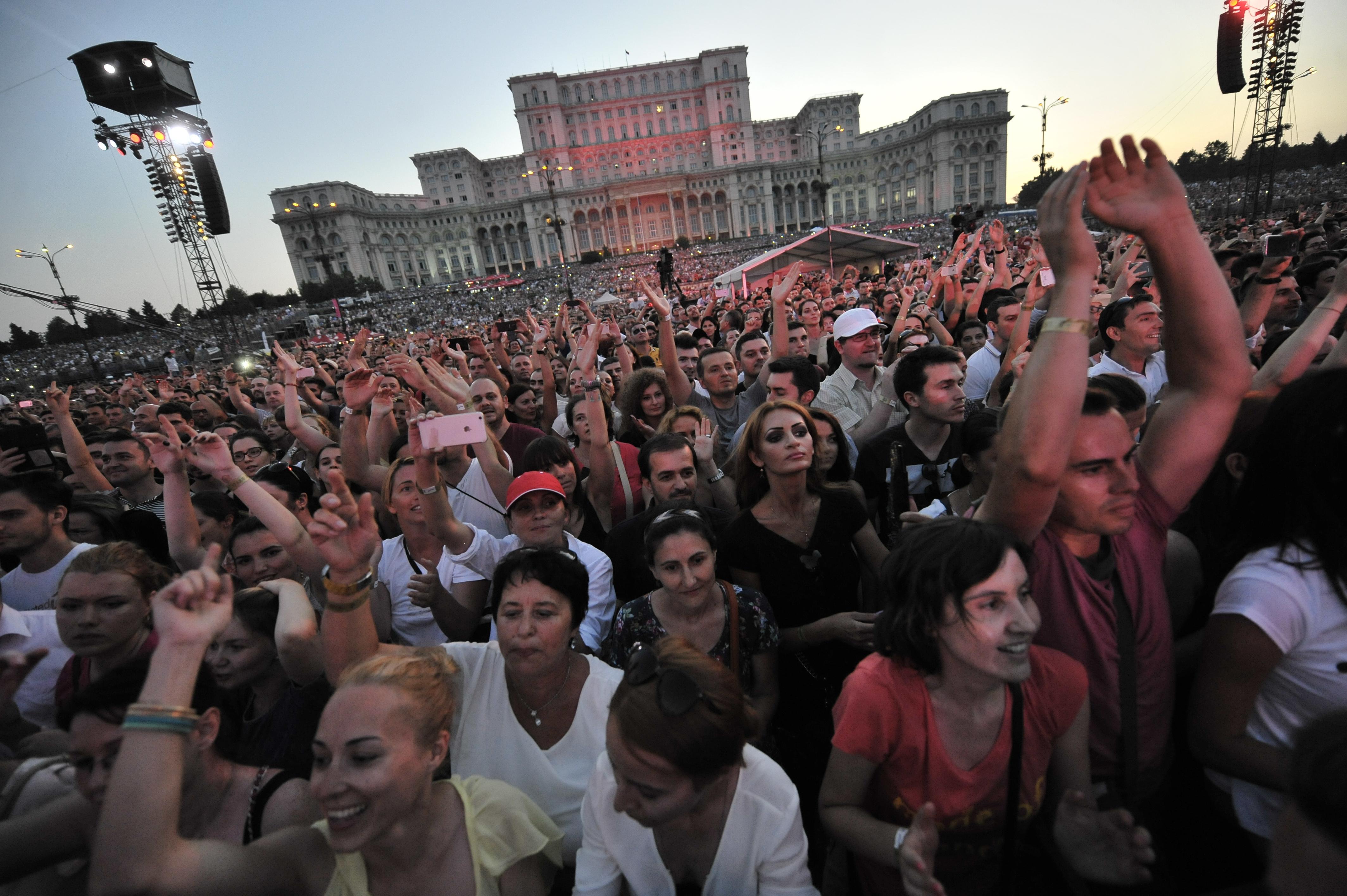 Organizatorul concertului Robbie Williams din Bucuresti a fost amendat de ANPC. Ce suma trebuie sa plateasca