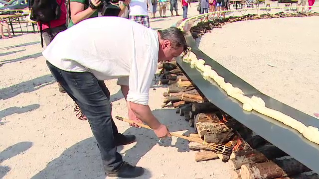 Sighisoara, orasul recordurilor in timpul festivalului. Localnicii spun ca au copt cel mai mare covrig din lume