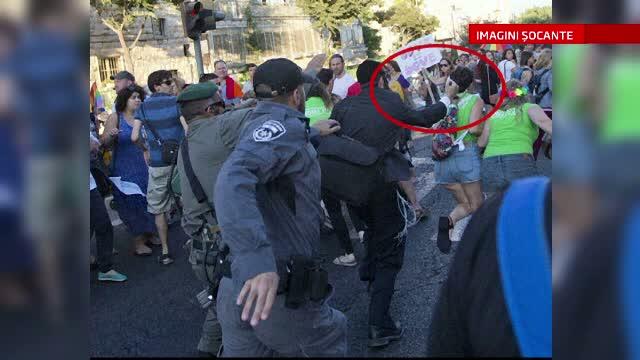 Sase tineri, injunghiati la parada Gay Pride de la Ierusalim. Imaginile surprinse de un fotograf sunt socante