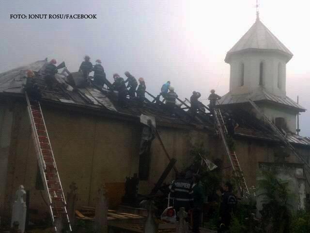 Monument istoric lovit de trasnet, in judetul Dolj. Ce au mai reusit sa salveze pompierii