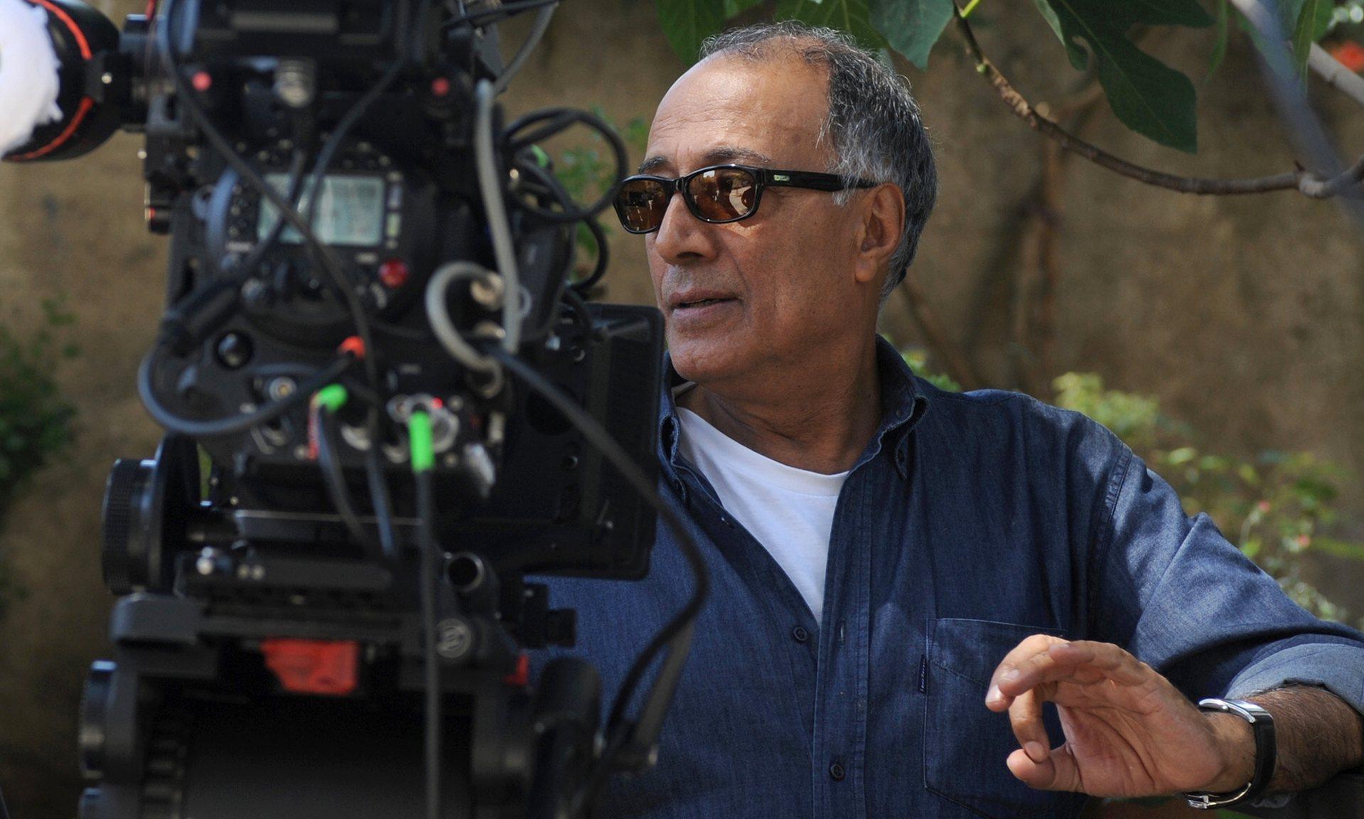 Abbas Kiarostami, regizor premiat cu Palme d'Or, a murit la 76 de ani.
