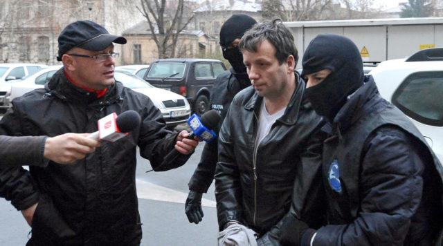 Hackerul 'Guccifer' a fost adus din SUA si incarcerat la Penitenciarul Rahova. Ce pedepse are de ispasit
