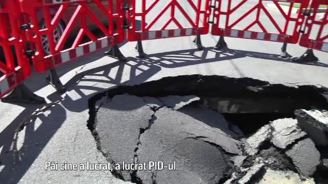Un crater de 2 metri a aparut pe un bulevard din Targoviste asfaltat recent. Primaria si muncitorii arunca vina unii pe altii