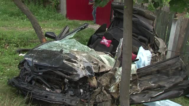 Scene de groaza in Bacau: o autocisterna cu smoala a zdrobit o masina si a izbit apoi o autoutilitara. Un barbat a murit