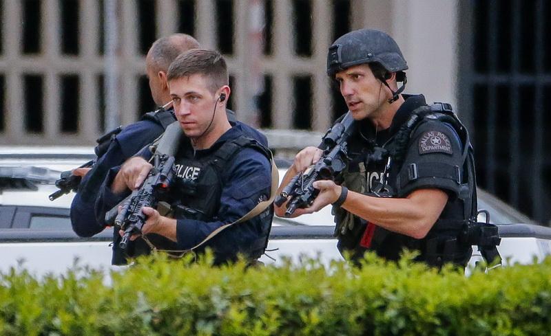 Noua alerta in Dallas. Sediul central al politiei, evacuat si inconjurat de trupe SWAT dupa ce a primit o amenintare
