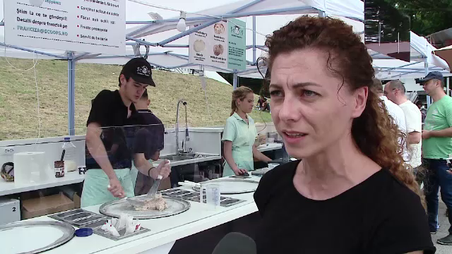 50 de bucatari au gatit 200 de feluri de mancare la Street Food. Inghetata thailandeza, facuta pe plita, vedeta festivalului
