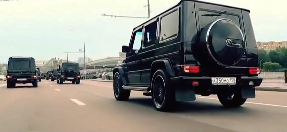 Viitorii spioni rusi s-au filmat defiland cu masini nemtesti si au postat clipul pe YouTube.
