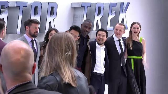 Actorii din noul film Star Trek ajung acolo unde nu a mai ajuns nimeni. Ce a dezvaluit Karl Urban pe covorul rosu