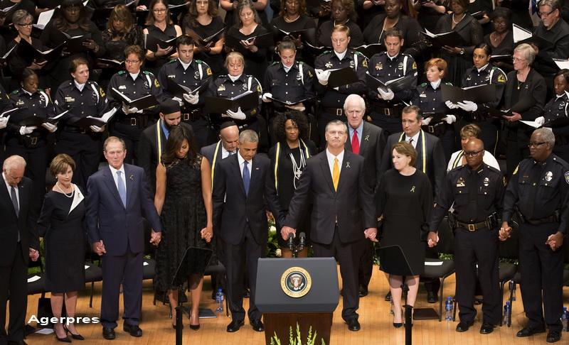 Momentul in care George W. Bush a inceput sa danseze la ceremonia funerara pentru politistii ucisi la Dallas. VIDEO