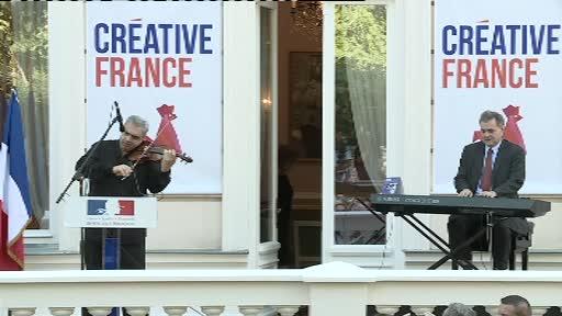 Moment emotionant la Ambasada Frantei din Capitala. Imnul Romaniei, reinterpretat de Francois-Saint Paul si Florin Niculescu