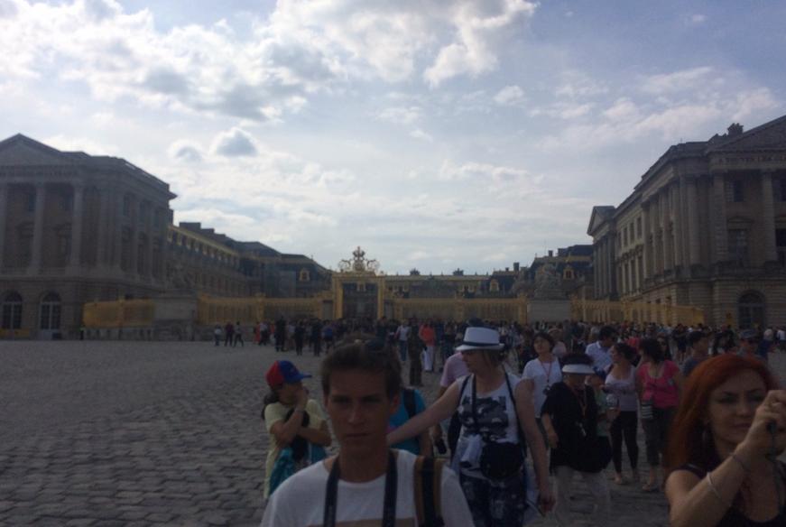 Palatul Versailles, evacuat din cauza unui pachet suspect. VIDEO