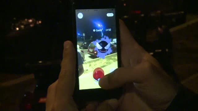 Peste 500 de impatimiti ai Pokemon GO s-au intalnit in Parcul Herastrau.