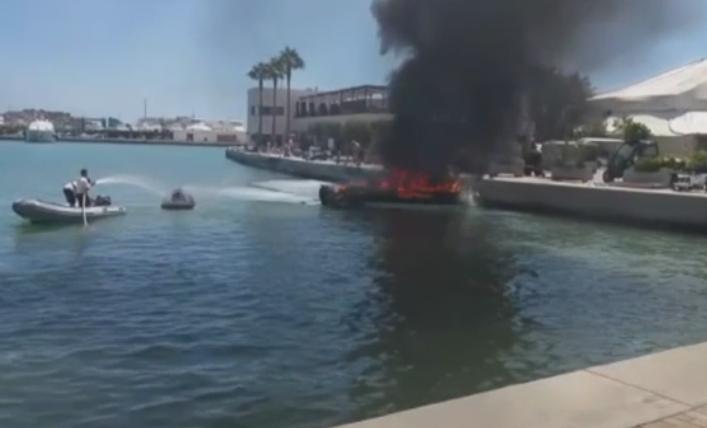 Panica intr-un port din Ibiza. Cinci persoane au fost ranite dupa ce o barca a luat foc