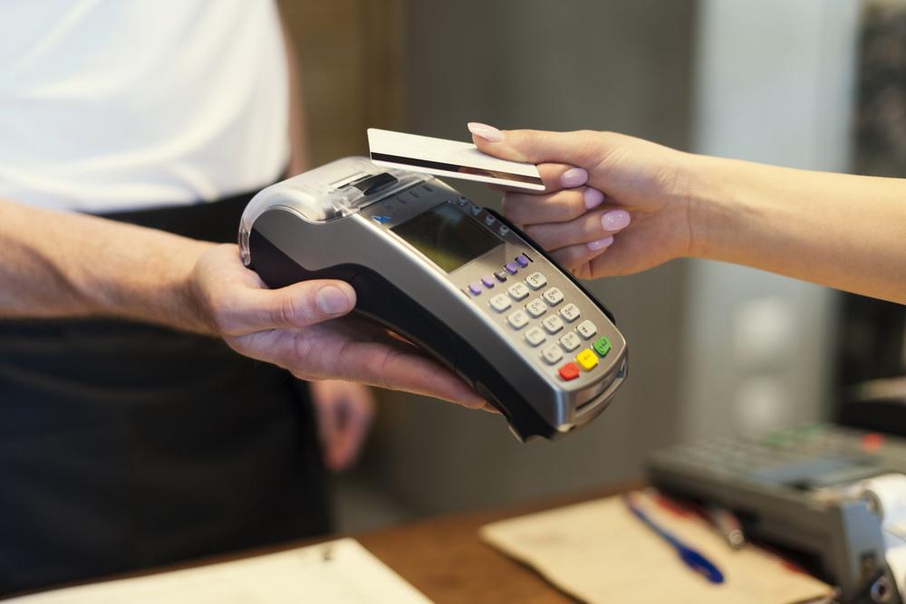 Fiscul NU nu mai vrea datele personale ale celor care cumpara cu cardul. Ce prevede proiectul unei hotarari de Guvern