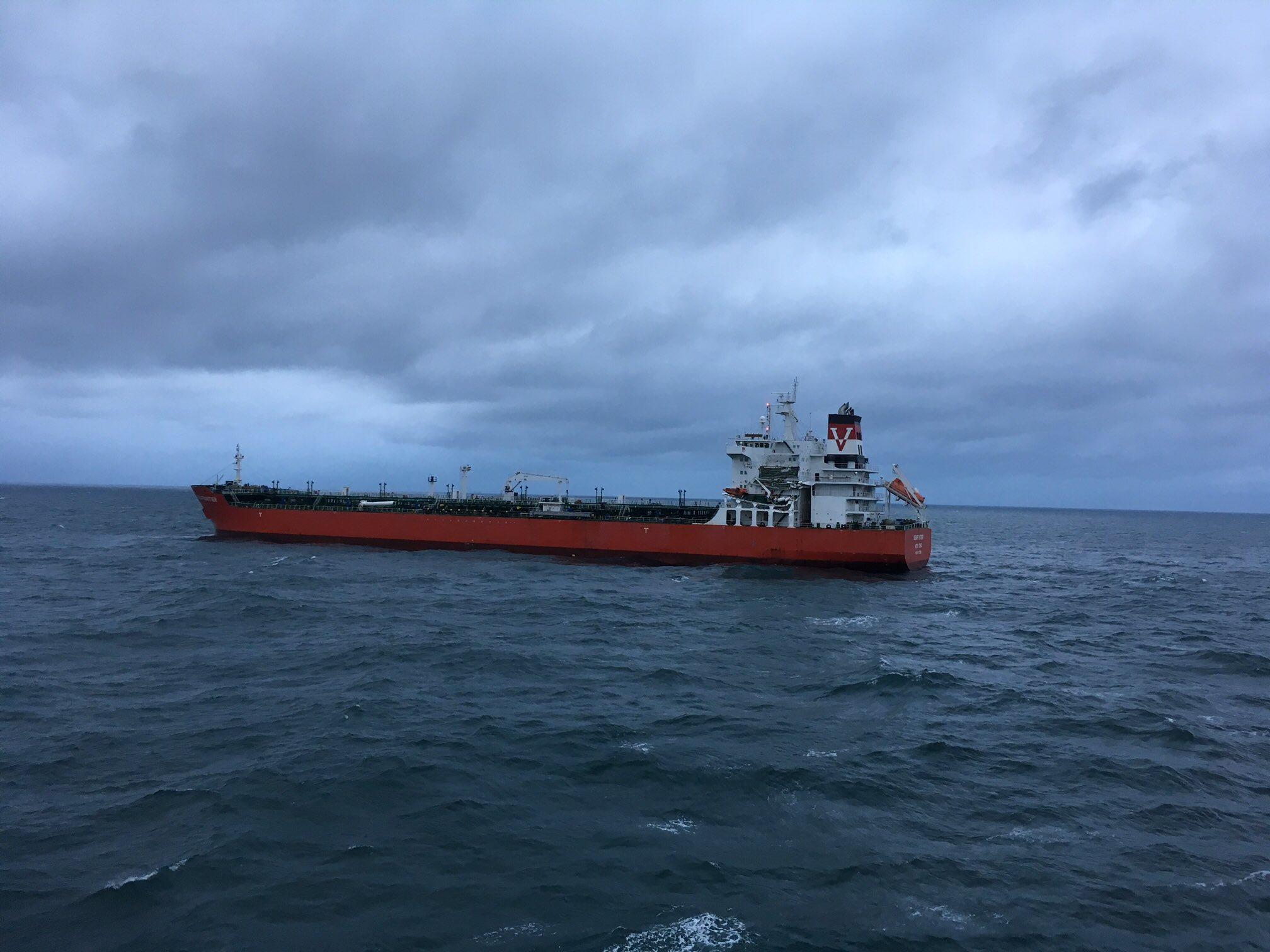 Un petrolier si un cargou s-au ciocnit in Canalul Manecii. Nimeni nu a fost ranit, dar exista riscul unei deversari de titei