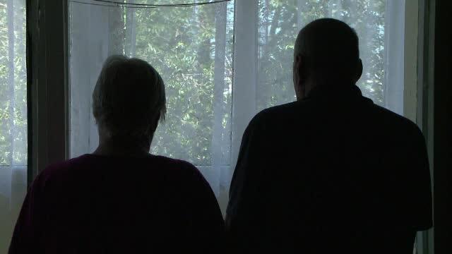 Doi parinti din Iasi au cerut ordin de restrictie impotriva fiului lor, care ii teroriza.