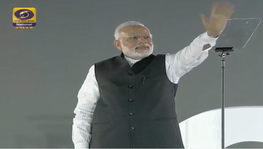 Stupoare in India. Premierul Narendra Modi si-a incheiat discursul despre noile taxe pe muzica din Razboiul Stelelor. VIDEO