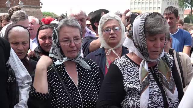Peste 1700 de enoriasi din Mures au semnat un memoriu in apararea preotului Cristian Pomohaci. Reactia Patriarhiei Romane