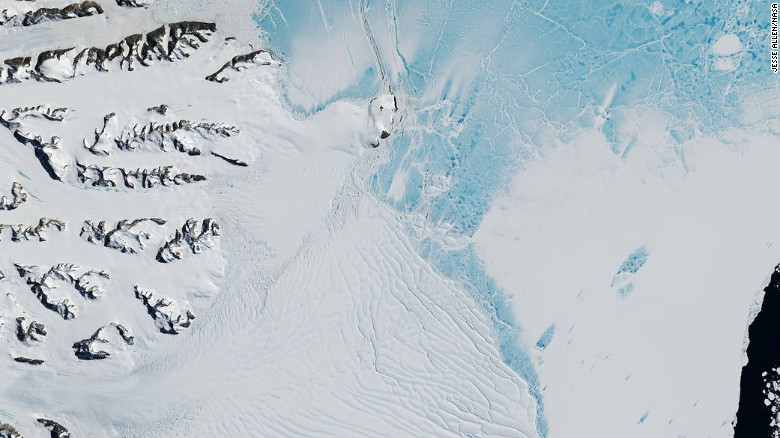 O portiune uriasa de gheata se va desprinde din Antarctica. Ghetarul va fi cel mai mare din lume, cat 7 New York-uri