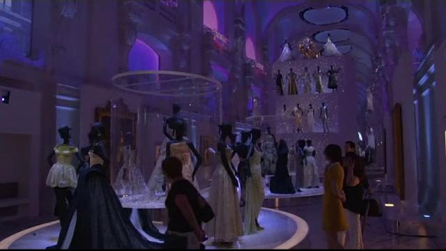Dior marcheaza 70 de ani de existenta printr-o expozitie care se intinde pe 3 mii de metri patrati, intr-un muzeu din Paris
