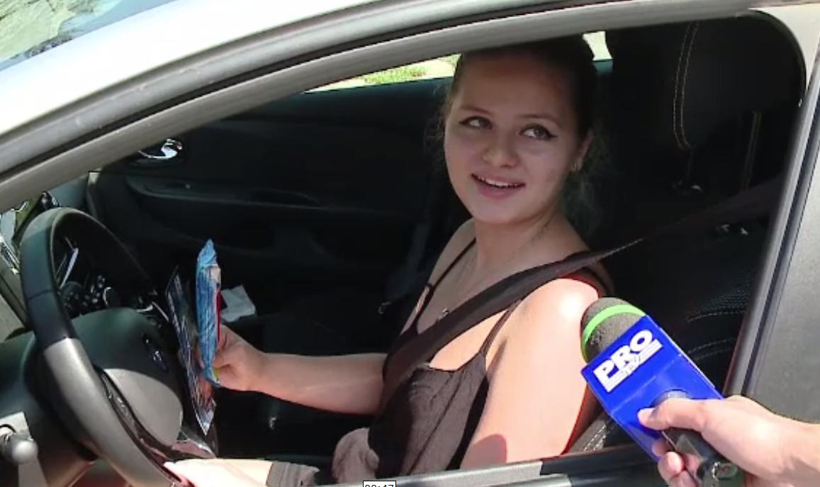 Soferii constiinciosi din Cluj, rasplatiti cu odorizante de masina si inghetata de politisti