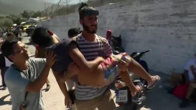 Incendiu puternic intr-o tabara de migranti din Lesbos.