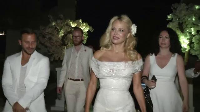 Pamela Anderson a deschis un restaurant vegan pe Coasta de Azur. Cine a lipsit de la marea inaugurare