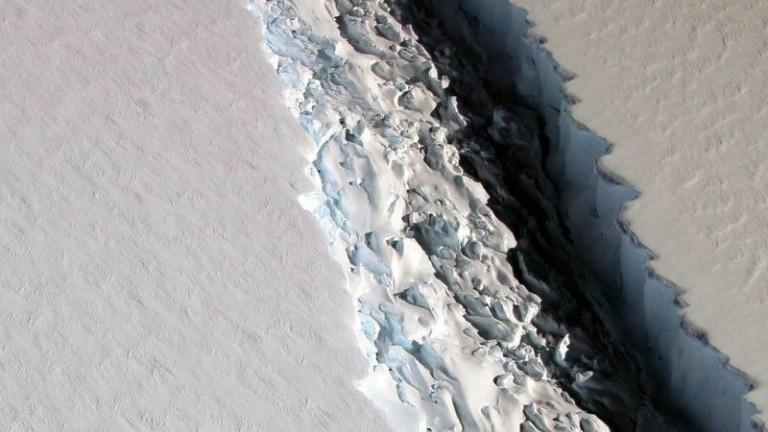 Aisberg gigant desprins din Antarctica