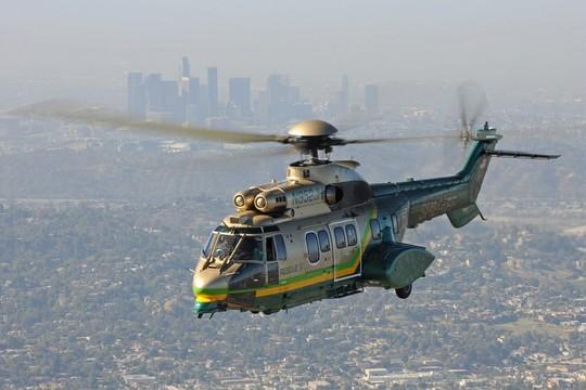 Doi piloti americani au testat elicopterul H215 ce va fi fabricat in Romania.