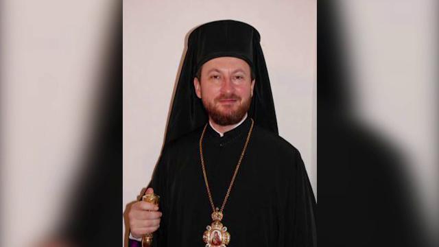 Preotul care apare in inregistrarea indecenta este Episcopul Husilor. Enoriasa: