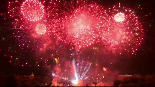 Foc de artificii la Paris, de Ziua Frantei, impartit in secvente de cate un minut