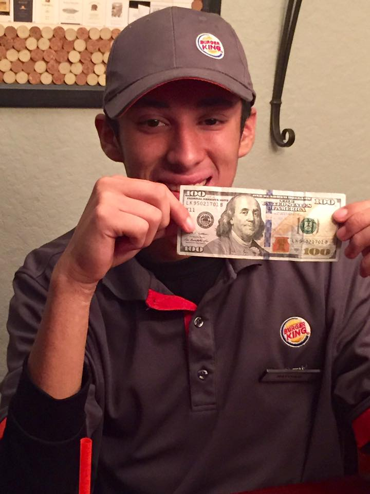 Cum a castigat un angajat dintr-un fast-food un bacsis de 100 de dolari. Gestul care a deveniit viral