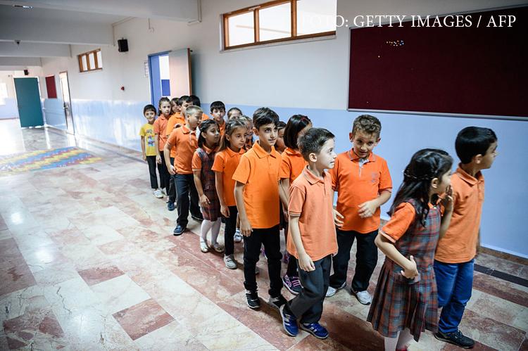 Turcia scoate evolutia din programa scolara. In schimb, elevii vor invata despre jihad,