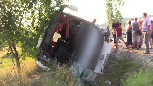 Planul rosu de interventii, activat in urma unui accident cu 8 raniti. Un sofer a fost transportat cu elicopterul SMURD