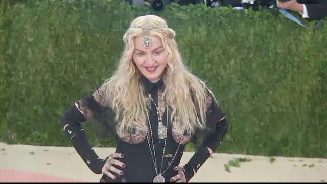 Madonna a impiedicat vanzarea la licitatie a 22 obiecte personale, printre care lenjerie purtata si o scrisoare de dragoste