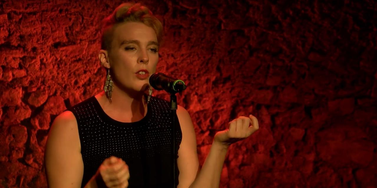 Cantareata franceza Barbara Weldens a murit pe scena, dupa ce s-ar fi electrocutat