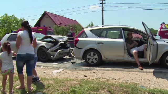 Accident in lant, cu 6 victime, intr-un sat din Arges. 4 adulti si 2 copii au primit ingrijiri medicale