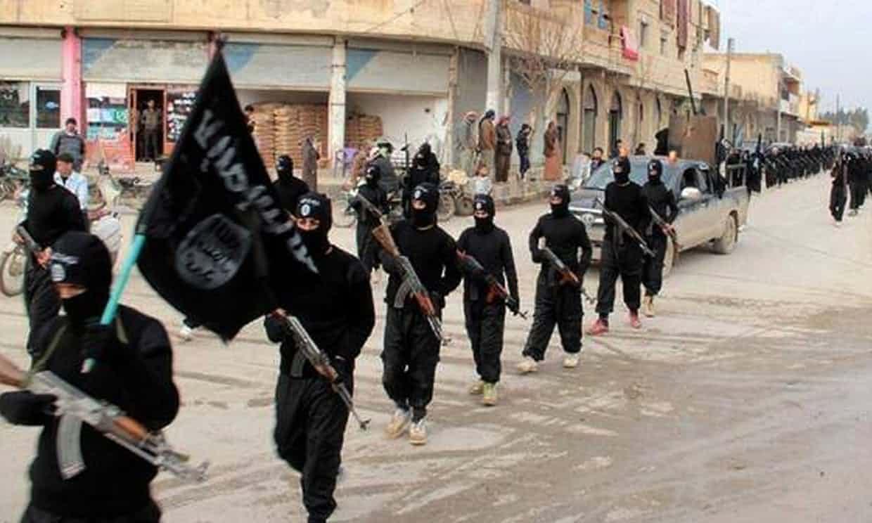Aproximativ o sută de combatanţi ai Statului Islamic s-au predat în ultimele 24 de ore la Raqqa