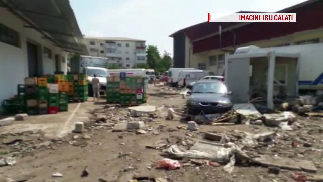 Un rezervor cu 500 de tone de apa s-a spart si a distrus totul in curtea unei fabrici din Tecuci. La cat se ridica paguba