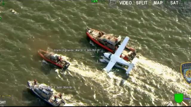 Un hidroavion de mici dimensiuni a aterizat de urgenta pe East River, in Manhattan. Cine se afla la bord