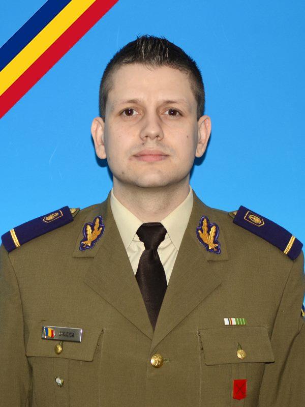 Parasutist militar mort in timpul unui exercitiu, in Brasov. Ar fi ratat zona de aterizare si a cazut intr-un lan de porumb