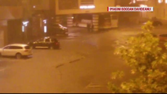 Tulcea a fost inghitita de apa noaptea trecuta.O ploaie torentiala de cateva minute a inundat orasul si a blocat traficul