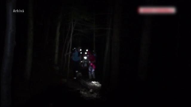 Turistul disparut cu bicicleta pe un traseu din Bucegi, gasit in stare grava intr-o rapa. Tanarul a cazut de la 40 de metri