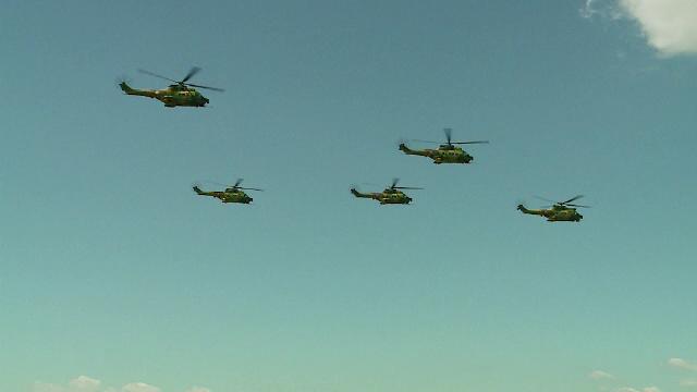 Peste 5000 de oameni au luat parte la mitingul aviatic din Campia Turzii. Flota Romaniei, mai bogata cu 9 avioane F-16