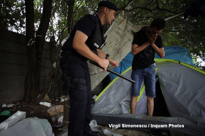 Politisti si jandarmi au descins la o tabara de refugiati din Timisoara.