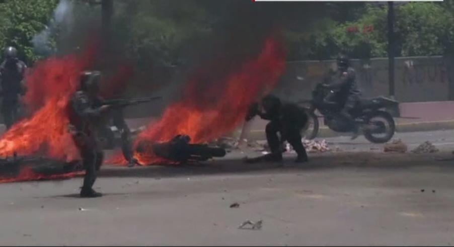 Proteste violente si asasinate in Venezuela, in ziua alegerilor. Nicolas Maduro: